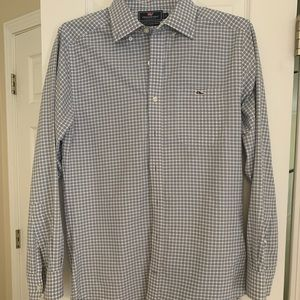 Vineyard Vines Long sleeved button down shirt